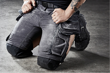 Geschützte Knie in kurzen Hosen   SBZ